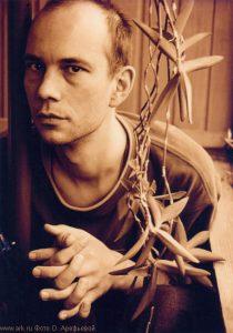 Пётр Акимов (виолончель, клавиши). Фото Ольги Арефьевой