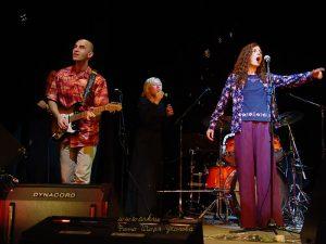 Ольга Арефьева и Ковчег. Фото Игоря Уколова с концерта 26 октября 2003 в ЦДХ (электричество)