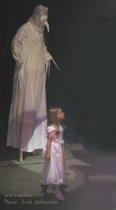 Ольга Арефьева и «Ковчег». Фото Лены Ковалёвой с акустического концерта 25 апреля 2004 в ЦДХ.