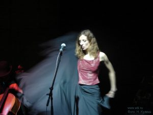 Ольга Арефьева и «Ковчег». Фотографии Натальи Кулиной с акустического концерта в ЦДХ 30 апреля 2006