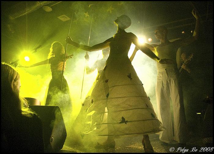 Ольга Арефьева и «Ковчег». Фотографии с электрического концерта в клубе «Plan B» (Москва) 3 октября 2008. Фото Polya Bo