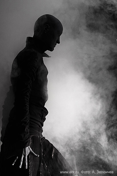 """Ольга Арефьева и «Ковчег». Фотографии с электрического концерта в клубе """"ХО"""" (Москва) 2 ноября 2008. Фото Алексея Зеленчева"""