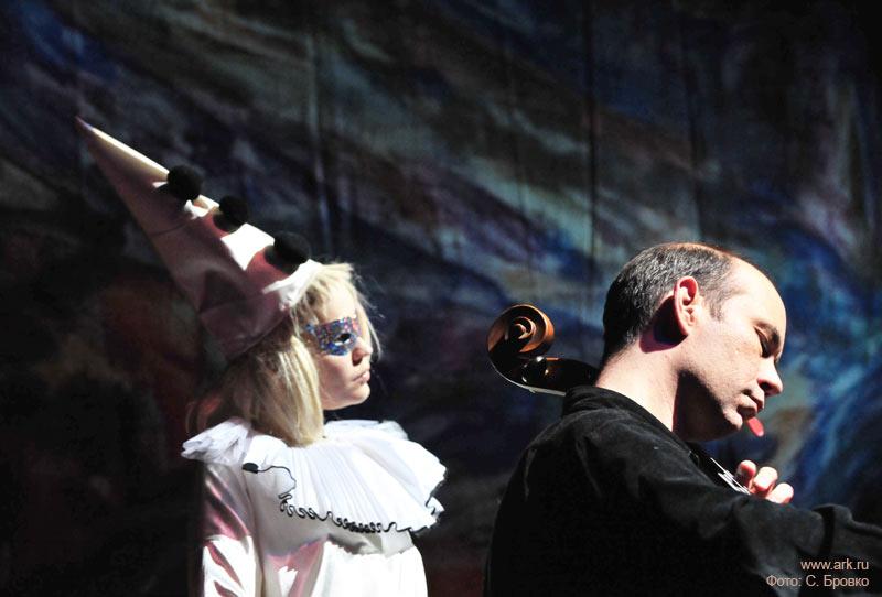 Ольга Арефьева и «Ковчег». Фотографии с акустического новогоднего концерта в ЦДХ (Москва) 27 декабря 2009. Фото Сергея Бровко