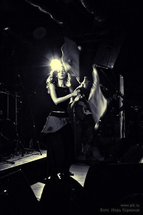 Ольга Арефьева и «Ковчег». Фотографии с электрического новогоднего концерта в клубе «Plan B» (Москва) 9 января 2010. Фото Игоря Корионова