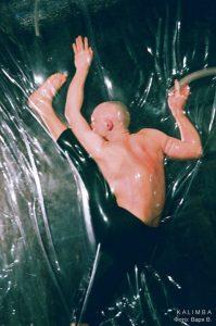 """KALIMBA на выставке современного искусства """"Гибрид-арт"""", инсталляция Lawrence Malstaf. 1-4 апреля 2010. Фото Варя В."""