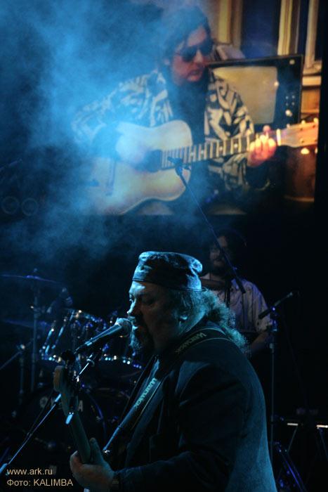 Ольга Арефьева и «Ковчег». Фотографии с фестиваля, посвященного 55-летию Майка Науменко, в «Главклубе» (ДК Горбунова) 18 апреля 2010. Фото KALIMBA.