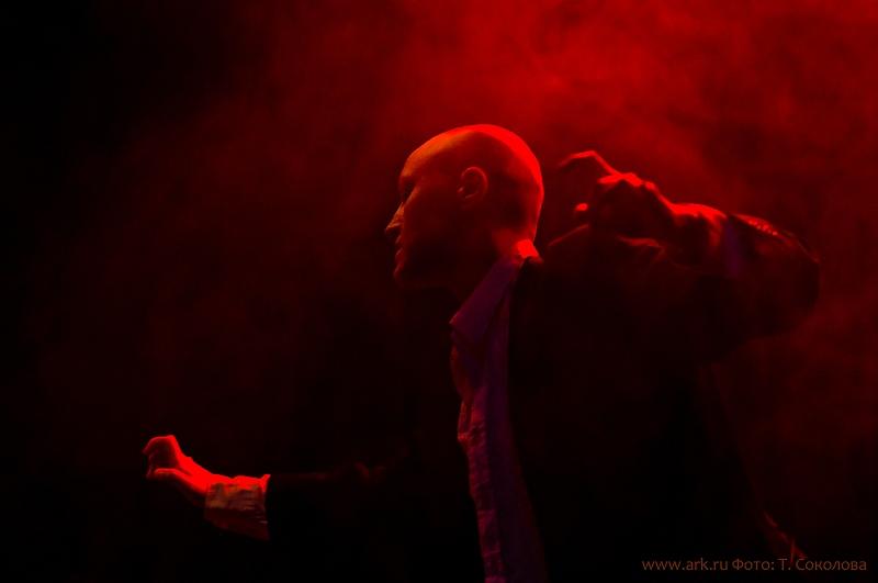 """Ольга Арефьева и """"Ковчег"""". Фотографии с электрического концерта в клубе """"Б2"""" (Москва) 13 ноября 2011. Фото Татьяны Соколовой"""