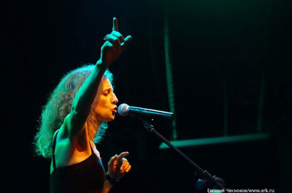 Фотографии c концерта в клубе «Б2» (Москва) 8 августа 2013. Фото Евгения Чеснокова для информпортала ЯМОСКВА.