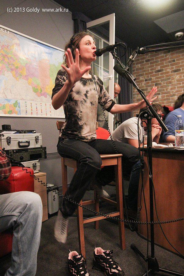 """Фотографии c живого концерта на """"Нашем радио"""" в передаче Семена Чайки """"Живые"""" 17 сентября 2013. Фото Дмитрия Рябинкина."""