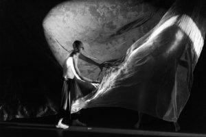 Сцена из спектакля Ольги Арефьевой и Олега Жуковского ''Приключения в романе''. Фото: Т. Ахияров