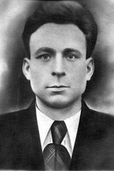 дедушка со стороны матери Александр Семёнович - погиб на войне