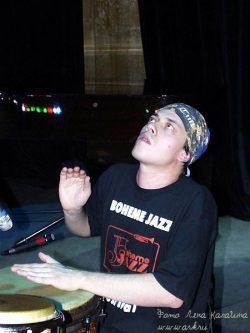 Ольга Арефьева и Ковчег. Фото Лены Калагиной с концерта 30 мая 2003 в ЦДХ (акустика)