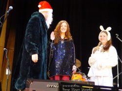 Ольга Арефьева и Ковчег. Фото Игоря Уколова с новогоднего концерта 21 декабря 2003 в ЦДХ (электричество).