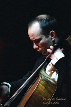 Ольга Арефьева и «Ковчег». Фото Максима Орехина с рождественского концерта 9 января 2004 в ЦДХ