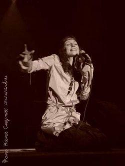 Ольга Арефьева и Ковчег. Фотографии с электрического концерта в Киеве в Доме офицеров 15 апреля 2005.  Фото Наты Ступак