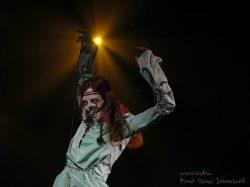 Ольга Арефьева и Ковчег. Фото Петра Золотарёва (Zpippin) с концерта по заявкам слушателей в Театре Эстрады 23 апреля 2005.