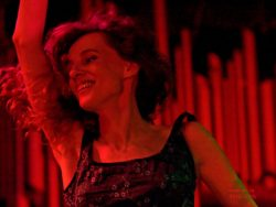 "Ольга Арефьева и «Ковчег». Фото с электрического концерта в клубе ""Точка"" 3 июня 2006.  Фото Goldy"