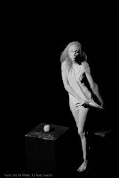 """Фото Ольги Арефьевой. Моноспектакль Татьяны Хабаровой """"Отражение"""", сентябрь 2006"""