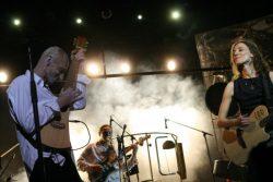 Концерт ''Все хорошо!'' (Антон Адасинский и друзья). Фото Александры Криволуцкой с сайта DEREVO