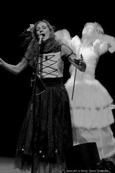 Ольга Арефьева и «Ковчег». Фотографии с акустического концерта в ЦДХ (Москва) 21 сентября 2008. Фото Нины Графовой