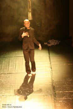 """Фото Ольги Арефьевой. Спектакль театра DEREVO """"DIA GNOSE"""" (Москва, 28 ноября 2008)"""