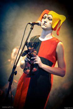 Ольга Арефьева и «Ковчег». Фотографии с электрического концерта в Нижнем Новгороде (Театр Кукол) 22 ноября 2009.  Фото Антона Конторщикова