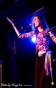 Ольга Арефьева и «Ковчег». Фотографии с электрического концерта в Нижнем Новгороде 13 ноября 2010. Фото Margo Liz.